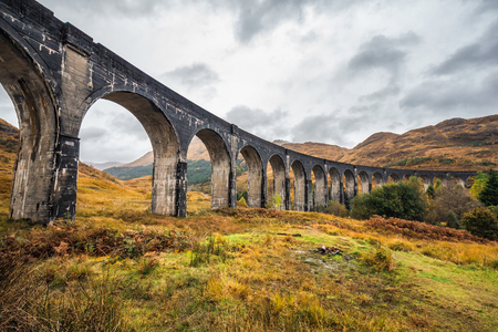 The Glenfinnan Viaduct is a railway viaduct on the West Highland Line in Glenfinnan, Inverness-shire, Scotland. Stock fotó