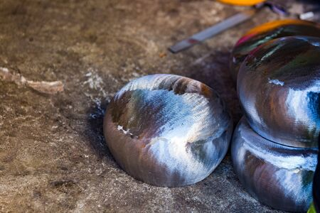 Making a bowl of iron, handmade in the village of Monks in Thailand. Фото со стока