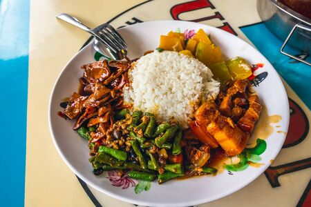 Local dish at Newton food center is famous eating place for locals and tourists. Comprehensive food court offering one-stop of mix street food from Chinese, Malay and Indian hawkers.