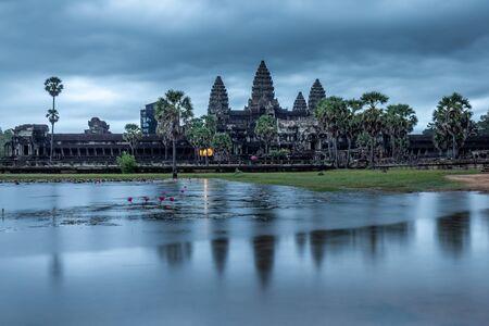 Blue hour before sunrise over Angkor Wat, Siem Reap, Cambodia. 版權商用圖片