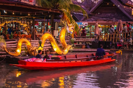 Famous Pattaya Floating Market which has traditional rowing boats. Villagers sell traditional foods and souvenirs. Pattaya, Thailand - November 17 2017. 新闻类图片