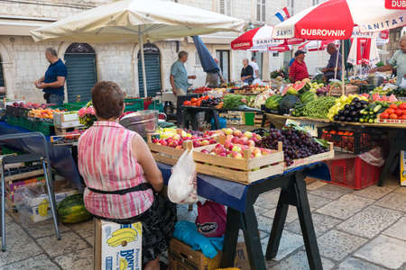 Local market at the old streets of Dubrovnik, Croatia. Dubrovnik, Croatia - July 21 2018. 新闻类图片
