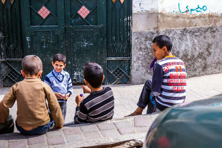 Children playing in Fes, Morocco, Africa. Fes, Morocco - April 10 2016. Foto de archivo - 156208607