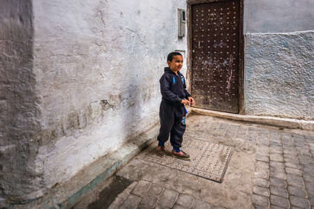 Child playing in the narrow streets of Fes, Morocco, Africa. Fes, Morocco. April 10 2016. 新闻类图片