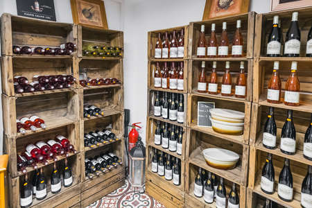 Provence wine on the shelves of the shop. Banon, France - July 29 2016. Редакционное