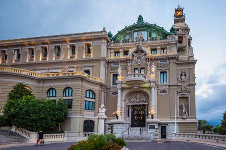 Casino Monte-Carlo in the night, hotel de Paris, night illumination, luxury cars, players, tourists, fountain, cafe de paris. Monaco, Monaco - July 29 2016. 新闻类图片