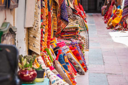 Carpets in the market of Essaouira, Morocco. Banque d'images