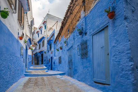 Famous blue city walls of Chefchaouen, Morocco. Foto de archivo - 156106759