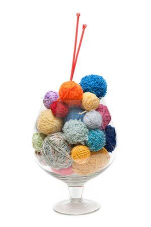 gomitoli di lana: Vetro con palla del thread e raggi per maglieria