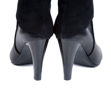 tacones negros: Zapato femenino de talones negro aislado sobre fondo blanco