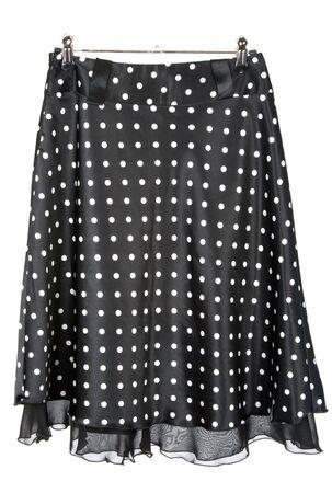 black satin: Black falda de sat�n femenino en acero hatrack sobre fondo blanco