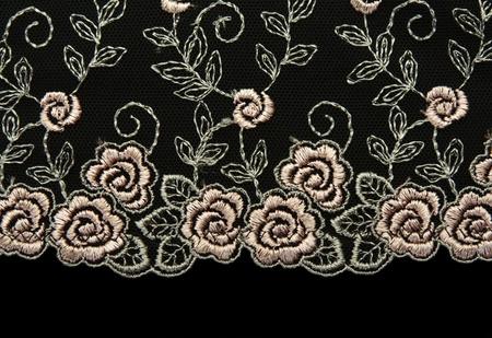 veters: Steeg kant met patroon op de wijze van bloem op zwarte achtergrond Stockfoto