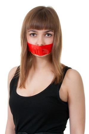 boca cerrada: hermosa chica con la boca sellada con cinta roja