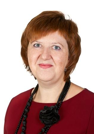 edad media: Retrato de mujer de mediana edad en el estudio aislado sobre fondo blanco