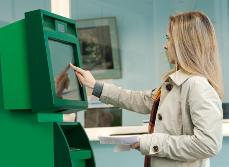 Girl pays the utility bills via ATM photo