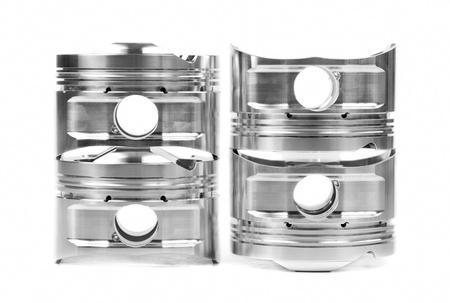 pistones: Conjunto de cuatro pistones forjados cromadas. Aislar a Blanco