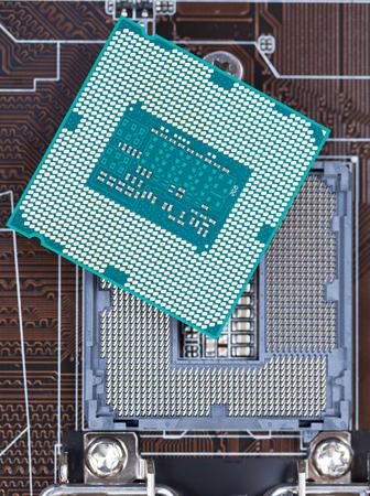 cycles: Puissants cycles CPU modernes, un slot sur la carte m�re.