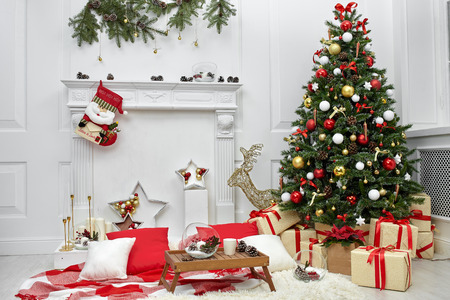 Christmas tree in the room near the fireplace, the Christmas mood with gifts Standard-Bild