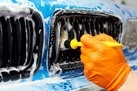 Detailed vehicle cleaning to washing