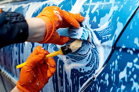 Gedetailleerde reiniging van het voertuig te wassen Stockfoto