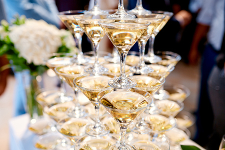martini tower on the wedding table Stockfoto