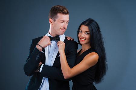 uomini belli: molto divertente amore emotivo in un vestito. Lo studio ha sparato.