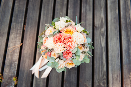bridal bouquet: Bridal bouquet of roses on a  brown wooden planks