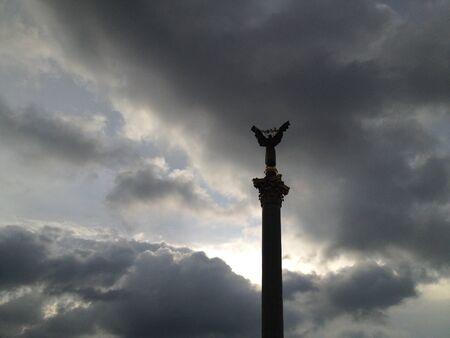 angel de la independencia: Plaza de la independencia Maidan Nezalezhnosti en Kiev Ucrania.