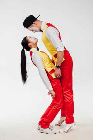 domination: foto de estudio de dos mimos aislados en un fondo blanco. La dominaci�n masculina Foto de archivo