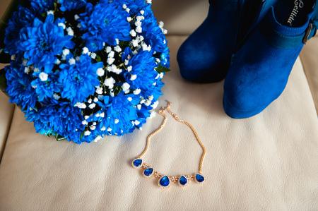 perls: bouquet bride necklace boots on a beige fabric.