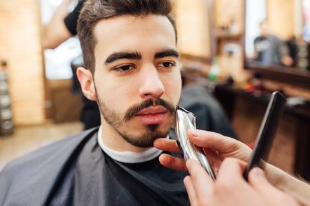 Barber shave and modeling beard at the hair salon Standard-Bild