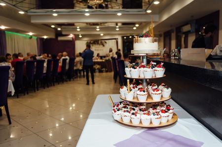 Vintage Wedding Decoration Naked Cake MR and MRs Gold