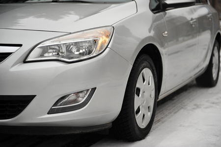 headlight of the main light of the white car, close-up. Standard-Bild - 116293988