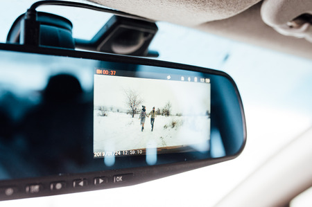 couple running in the snow. view through the screen of the DVR Banque d'images