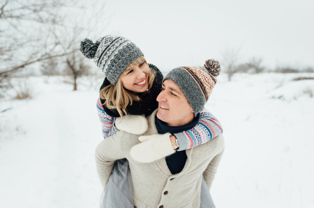 Happy Young Couple in Winter Park having fun.Family Outdoors. love Standard-Bild - 116294066