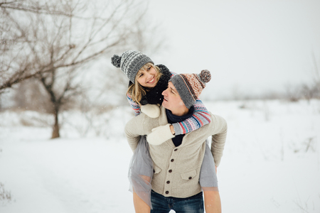 Happy Young Couple in Winter Park having fun.Family Outdoors. love Standard-Bild - 116294068