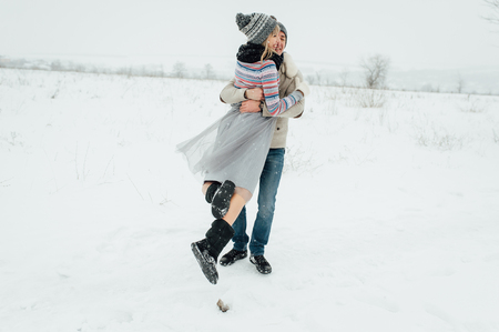 Happy Young Couple in Winter Park having fun.Family Outdoors. love Standard-Bild - 116294069