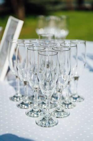 Glasses of champagne for a wedding reception. Stockfoto - 132099458