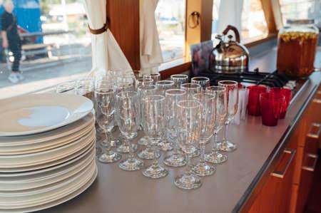 Glasses of champagne at the Banquet, white sparkling wine in wine glasses, festive mood Standard-Bild