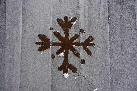 drawing snowflake on wooden frozen table in winter season christmas eve Foto de archivo