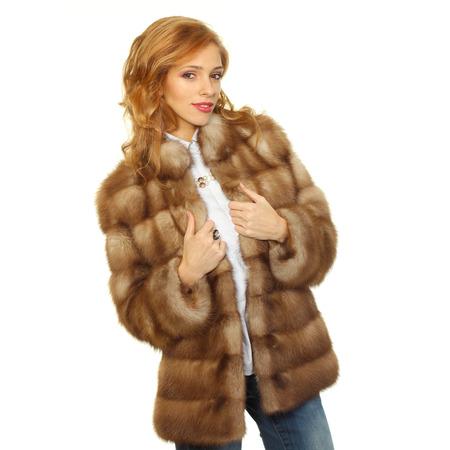 모피 코트에서 아름 다운 여자입니다. 아름 다운 겨울 여자