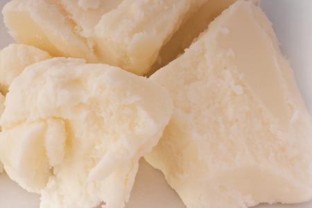 시어 버터 근접 촬영의 조각입니다. 피부 관리를위한 시어 버터.