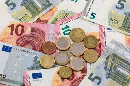 billets euros: 5 et 10 pi�ces et billets en euro