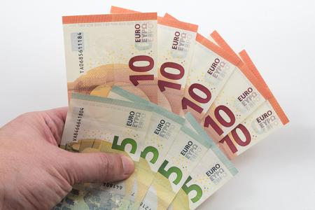 billets euros: tenant 5 et 10 notes Euro Main
