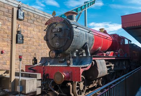 treno espresso: Orlando, Florida 27 agosto 2015. Hogwarts Express Train presso Wizarding World of Harry Potter a Islands of Adventure, Universal Studios, Orlando in Florida.