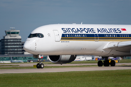 MANCHESTER, UNITED KINGDOM - AUGUST 24, 2019: Close view of the front of a Singapore Airlines Airbus A350 Редакционное