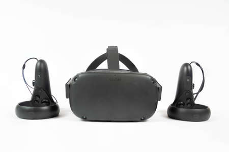 CHESTER, UNITED KINGDOM - APRIL 11th 2020: Oculus Quest VR Headset and controllers Standard-Bild - 144639598