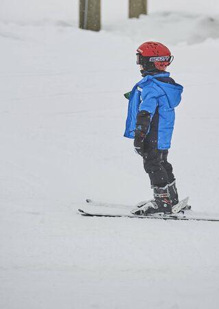 Alpine Valley downhill skiing & snow boarding Stock fotó - 136453631