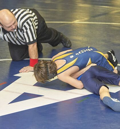 Wrestling competition on youth novice level
