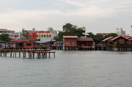 조지 부시, 페낭, 말레이시아 -2008 년 4 월 18 일 : 리 부두 토지를 얻을 수 없습니다 19 세기 중국 일족에 의해 물 위에 만들어진 작은 마을입니다.